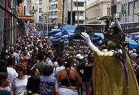 SAO PAULO, SP, 06 JANEIRO 2012 - MOVIMENTO RUA 25 DE MARCO - Movimento intenso na Rua 25 de Marco, regiao de comercio popular no centro de Sao Paulo, nesta sexta-feira, 06. (FOTO: AMAURI NEHN - NEWS FREE.