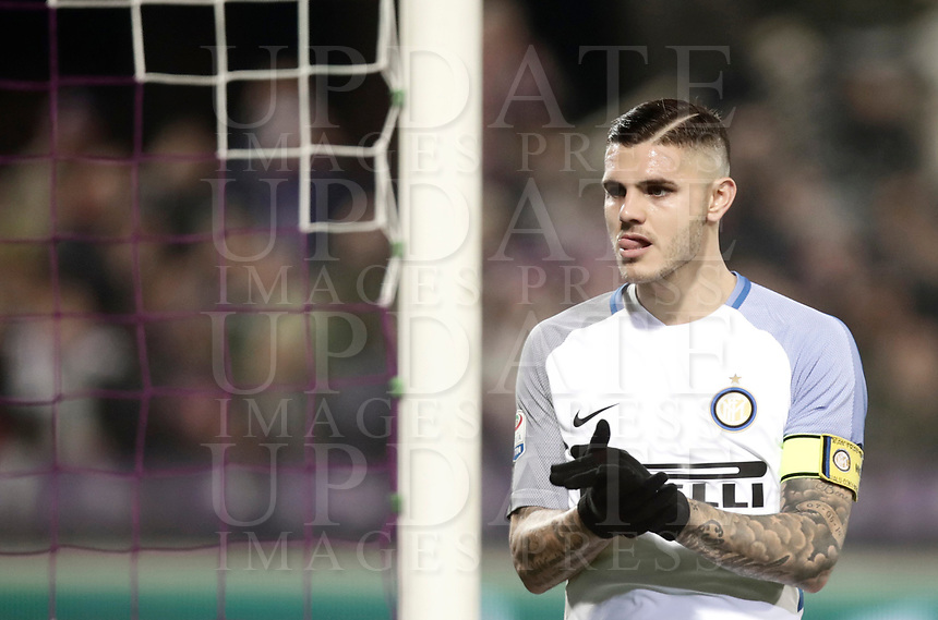 Calcio, Serie A: Fiorentina - Inter, stadio Artemio Franchi Firenze 5 gennaio 2018.<br /> Inter's captain Mauro Icardi reacts during the Italian Serie A football match between Fiorentina and Inter Milan at Florence's Artemio Franchi stadium, January 5 2018.<br /> UPDATE IMAGES PRESS/Isabella Bonotto