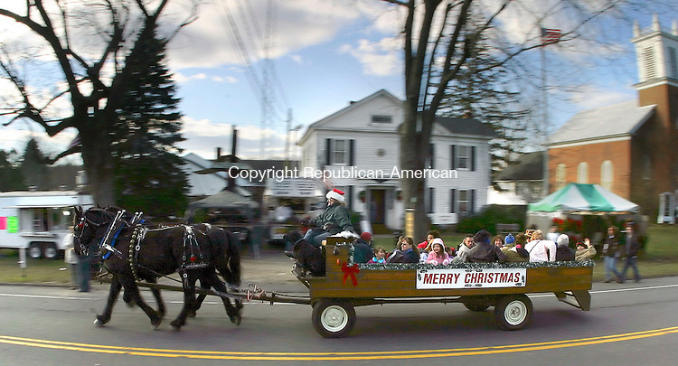 BETHLEHEM, CT - 03 DECEMBER 2006 - 120206JW03.jpg -- Bob Ellis Coach and Carrige service gives hayrides down Main Street North Saturday afternoon during the town of Bethlehem's annual Christmas Town Festival. Jonathan Wilcox Republican-American