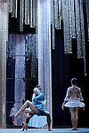 MARIE ANTOINETTE..Chorégraphie et Mise en scène Patrick de Bana..Costumes Agnès Letestu..Décors Marcelo Pacheco, Alberto Esteban / Area Espacios Efimeros..Lumières James Angot..Marie-Antoinette Olga Esina..Louis XIV Roman Lazik..Compagnie : Wiener Staatsballett / le ballet de l'Opéra de Vienne..Lieu: Opéra Royal de Versailles..Ville : Versailles..le 02/11/2011