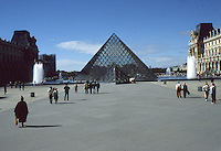 Parigi, museo del Louvre FRANCIA - Parigi - Jeoh Ming Pei, 1989, piramide di vetro,