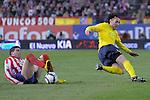 MADRID, Spain (14/02/10).-Liga BBVA de futbol. Partido Atletico de Madrid-FC Barcelona..Gabriel Milito y Antonio Lopez.©Raul Perez ..