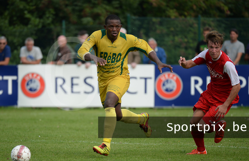 FC Lissewege - KE De Haan :  Rostant Tientchieu tabou (links) voor Jari Durand (r) <br /> Foto VDB / Bart Vandenbroucke