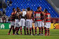 ATENCAO EDITOR: FOTO EMBARGADA PARA VEÍCULOS INTERNACIONAIS. - RIO DE JANEIRO, RJ, 30 DE SETEMBRO DE 2012 - CAMPEONATO BRASILEIRO - FLAMENGO X FLUMINENSE - Jogadores do Flamengo se reunem no centro de campo, apos partida contra o Fluminense, pela 27a rodada do Campeonato Brasileiro, no Stadium Rio (Engenhao), na cidade do Rio de Janeiro, neste domingo, 30. FOTO BRUNO TURANO BRAZIL PHOTO PRESS
