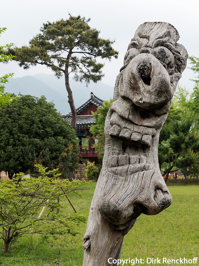 Totempfahl im Folk-village Naganneupsong-ehemalige Festung, Provinz Jeollanam-do, S&uuml;dkorea, Asien<br /> Totemin Folk-village Naganneupsong-, a former fortress, province Jeollanam-do, South Korea, Asia