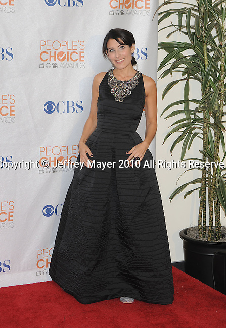 LOS ANGELES, CA. - January 06: Lisa Edelstein  poses in the press room at the People's Choice Awards 2010 held at Nokia Theatre L.A. Live on January 6, 2010 in Los Angeles, California.