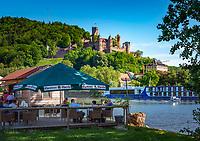 Deutschland, Baden-Wuerttemberg, Region Heilbronn-Franken, am Ende des Taubertals, Wertheim: hier muendet die Tauber in den Main, die Burg Wertheim oberhalb der Stadt ist eine der aeltesten Burgruinen Baden-Wuerttembergs | Germany, Baden-Wuerttemberg, Tauber Valley, Wertheim: river Main and Castle Wertheim above town