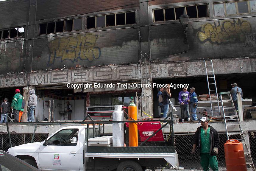 San Juan del Río, Qro. 22 diciembre 2014.- Alrededor de dos millones de pesos requerirán las obras de mejora para el Mercado Reforma, que se realizarán con urgencia para lograr la reactivación de los locales que se vieron afectados por el incendio ocurrido este domingo, informó el presidente municipal, Fabián Pineda Morales.