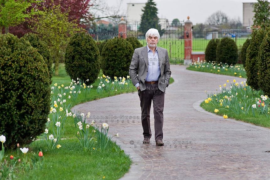 Lo scrittore Valerio Massimo Manfredi nella sua casa di Modena