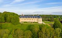 France, Cher (18), Apremont-sur-Allier, labellisé Plus Beaux Villages de France, le château (vue aérienne)