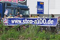 Am Mittwoch den 8. Mai 2013 wurde der Spatenstich fuer den 16. Abschnitt der Berliner Stadtautobahn A-100 begangen. Der Abschnitt soll quer durch die Stadtteile Neukoelln und Treptow verlaufen. Die Kosten fuer den knapp 3 Kilometer langen Abschnitt werden bereits vor Baubeginn mit ca. 500 Millionen Euro beziffert.<br />Am Rande der Veranstaltung protestierten Mitglieder von Umweltorganisationen und Anwohner gegen den Bau.<br />8.5.2013, Berlin<br />Copyright: Christian-Ditsch.de<br />[Inhaltsveraendernde Manipulation des Fotos nur nach ausdruecklicher Genehmigung des Fotografen. Vereinbarungen ueber Abtretung von Persoenlichkeitsrechten/Model Release der abgebildeten Person/Personen liegen nicht vor. NO MODEL RELEASE! Don't publish without copyright Christian-Ditsch.de, Veroeffentlichung nur mit Fotografennennung, sowie gegen Honorar, MwSt. und Beleg. Konto:, I N G - D i B a, IBAN DE58500105175400192269, BIC INGDDEFFXXX, Kontakt: post@christian-ditsch.de<br />Urhebervermerk wird gemaess Paragraph 13 UHG verlangt.]