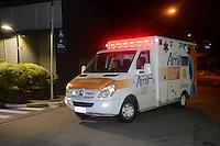 SAO PAULO, SP, 12.12.2016 - SOBREVIVENTE-CHAPECOENSE - Jackson Follmann chega em São Paulo, para continuar sua recuperação no hospital Albert Einstein, no Morumbi. O goleiro da Chapecoense é o primeiro dos quatro sobreviventes brasileiros do trágico voo da LaMia que matou 71 pessoas a deixar a Colômbia e retornar o Brasil. O avião com UTI móvel que transportou Follmann embarcou na tarde desta segunda-feira, em Rio Negro, e fez uma escala de duas horas em Manaus para reabastecimento e procedimentos de imigração antes de voar até a capital paulista. (Foto: Edu Martins/Brazil Photo Press)