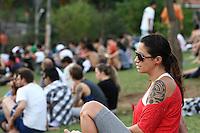SAO PAULO - SP - 21 DE SETEMBRO DE 2013 - CLIMA/TEMPO, tarde de quente na capital, na região de Pinheiro, muitas pessoas aproveitaram para frequentar a Praça do Pôr do Sol. FOTO: MAURICIO CAMARGO / BRAZIL PHOTO PRESS.