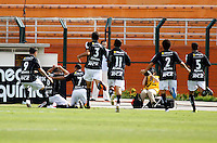 SAO PAULO, SP, 05 DE FEVEIREIRO 2012 - CAMP. PAULISTA - CORINTHIANS X BRAGANTINO - Serginho (n.8), jogador do Bragantino comemora gol durante partida contra o Corinthians, durante partida valida pela 5ª rodada do Campeonato Paulista, no Paulo Machado de Carvalho (Pacaembu), na regiao oeste da capital paulista. (FOTO: WILLIAM VOLCOV - NEWS FREE).
