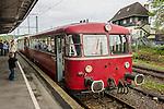 Railbus waiting for departure at Bochum-Dahlhausen Station. | Der Schienenbus der Ruhrtalbahn während des Wartens auf die Abfahrt am Haltepunkt Bochum-Dahlhausen.