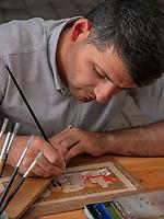 Miniatur-Maler im Basar, Buchara, Usbekistan, Asien<br /> miniaturist, Bazaar, Historic City of Bukhara, Uzbekistan, Asia