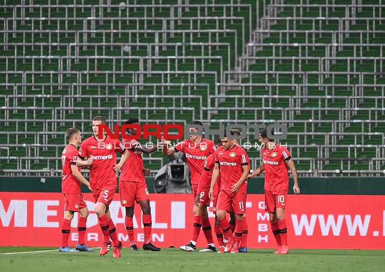 Jubel nach dem 1:2: Torschuetze Kai Havertz (Leverkusen) zusammen mit Edmond Tapsoba (Leverkusen).<br /><br />Sport: Fussball: 1. Bundesliga: Saison 19/20: 26. Spieltag: SV Werder Bremen - Bayer 04 Leverkusen, 18.05.2020<br /><br />Foto: Marvin Ibo GŸngšr/GES /Pool / via gumzmedia / nordphoto