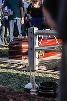 SAO PAULO,SP, 03.08.2015 - VELORIO-ICAMI - Familiares e amigos acompanham o enterro do psiquiatra, educador e escritor Içami Tiba no Cemiterio do Morumby, zona sul de São Paulo nesta segunda-feira (3). Tiba morreu em São Paulo às 19h no ultimo domingo (2). (Foto: Douglas Pingituro / Brazil Photo Press)