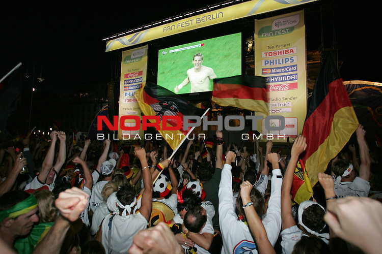 FIFA WM 2006 - Feature Fanmeile Berlin<br /> Play #63 (08-Jul) - Germany vs Portugal.<br /> Supporters from Germany celebrate the 3-1 victory with matchwinner Sebastian Schweinsteiger on screen against Portugal in Berlin after the match of the World Cup in Stuttgart.<br /> Foto &copy; nordphoto