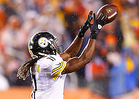 Markus Wheaton #11 of the Pittsburgh Steelers catches a pass against the Cincinnati Bengals in the second quarter during the Wild Card playoff game at Paul Brown Stadium on January 9, 2016 in Cincinnati, Ohio. (Photo by Jared Wickerham/DKPittsburghSports)