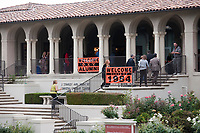Highlights from Alumni Reunion Weekend 2009 at Occidental College on Saturday, June 13, 2009. Some events are: the Alumni Association Awards Assembly, choir singing, class photos, town hall meeting, reflections on Occidental by retired faculty and family play day. Also, alumni mingling and enjoying themselves.  (Photo by Marc Campos, Occidental College Photographer)