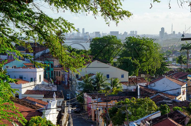 Cidade alta e cidade do Recife ao fundo, Olinda - PE, 12/2012.