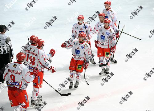 2012-03-15 / ijshockey / seizoen 2011-2012 / Herentals - Leuven / Herentals viert een doelpunt..Foto: Mpics.be