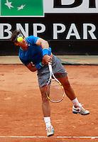 Lo spagnolo Rafael Nadal al servizio durante la finale maschile degli Internazionali d'Italia di tennis a Roma, 18 maggio 2014.<br /> Spain's Rafael Nadal serves the ball during the men's final match of the Italian open tennis tournament, in Rome, 18 May 2014.<br /> UPDATE IMAGES PRESS/Isabella Bonotto