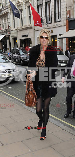 November 9h, 2012 - London..Rod Stweart and Penny Lancaster seen out shopping in New Bond street.<br /> (kdena/NortePhoto)