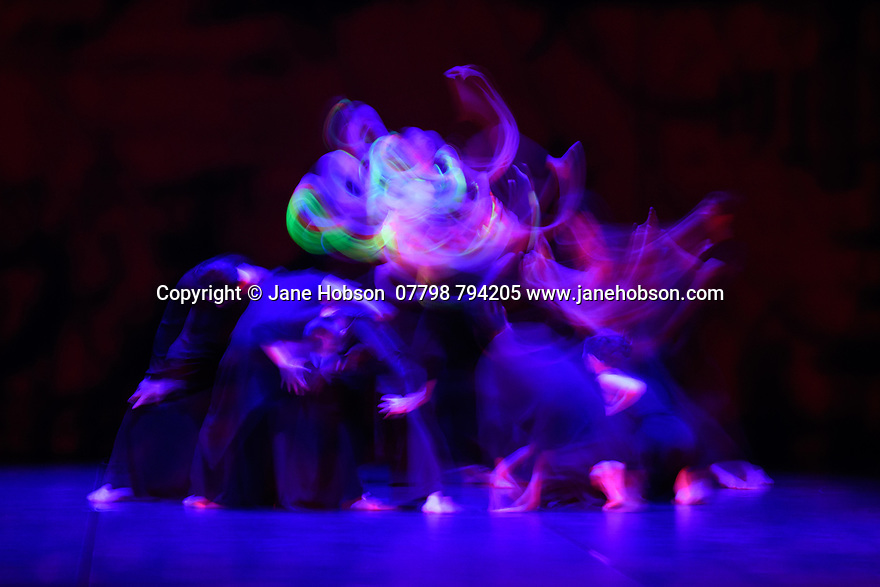 """London, UK. 26.02.2020. Cloud Gate Dance Theatre of Taiwan present the Uk premiere of """"13 Tongues"""" and """"Dust"""" at Sadler's Wells. the show runs from Wednesday 26th to Saturday 29th February. the piece shows is: 13 Tongues, choreographed by Cheng-Tsung-lung. Photograph © Jane Hobson."""