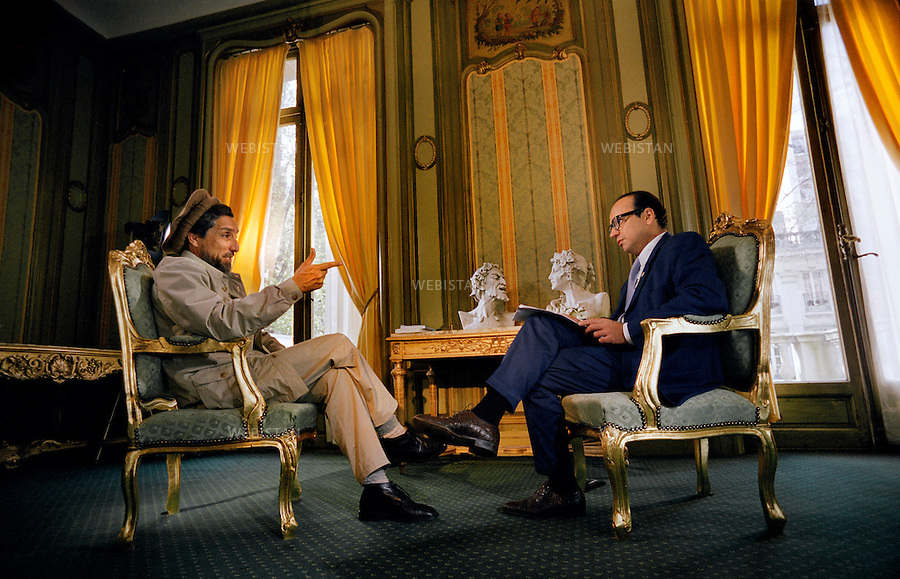 France, Paris, 04/04/2001. Visit of Massoud in France : in April 4th and 5th, 2001.<br /> Commander Massoud interviewed by Karl Zero during his stay in Paris.<br /> <br /> France, Paris, 04/04/2001. Visite de Massoud en France, 4 et 5 avril 2001.<br /> Le commandant Massoud interview&eacute; par Karl Zero lors de son passage &agrave; Paris.