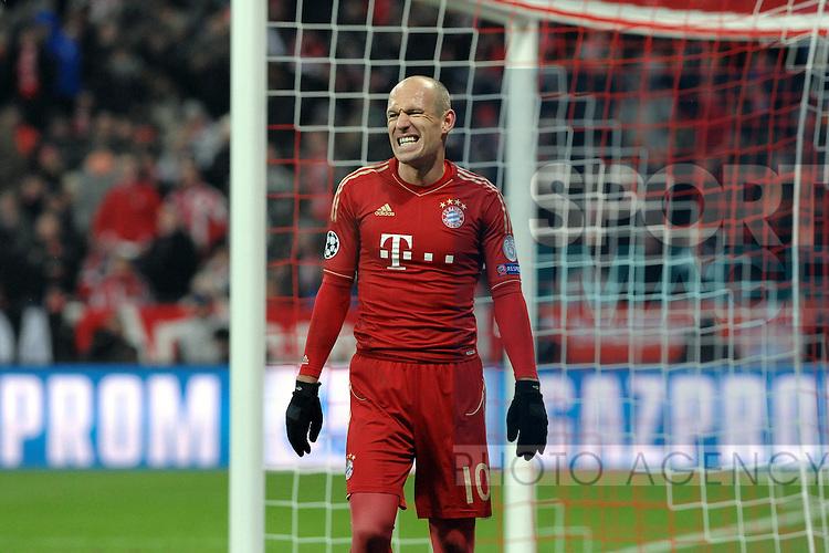 Bild: Ein erschoeopfter Arjen ROBBEN (FC Bayern Muenchen)..Bayern Muenchen vs. FC Arsenal, Champions League, Achtelfinale, Rueckspiel, Muenchen, Allianz Arena, 13.03.2013