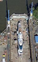 """Yas bei Blohm und Voss : EUROPA, DEUTSCHLAND, HAMBURG, (EUROPE, GERMANY), 15.09.2016: Die 141 Meter lange und 15 Meter breite """"Yas"""" von Scheich Hamdan bin Zayed Al Nahyan aus Abu Dhabi liegt derzeit im Trockedock von Blohm +Voss. Der spektakulaere SMM-Gast ist 2011 von der Werft ADM Shipyards in Abu Dhabi zur Luxusyacht umgebaut worden. Der Stahlrumpf wurde vollstaendig entkernt, die Aufbauten entstanden aus Komposit und mehr als 500 Glasscheiben."""