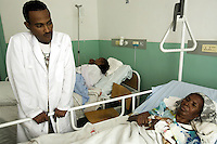 Eritrea. Maekel province. Asmara. Orotta Medical Surgical National referral hospital. Two black seropositive HIV Aids patients in bed. The nurse is also HIV Aids positive. The Global Fund through the eritrean Ministry of Health supports the programm with a Aids grant (financial aid).   © 2006 Didier Ruef