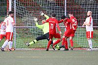Daniel Simoes (Hoechst) erzielt das 2:4 - Büttelborn 31.10.2017: SKV Büttelborn vs. TSV Höchst