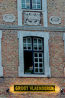 Belgique, Flandre Occidentale, Bruges, centre historique classé Patrimoine Mondial de l'UNESCO: Estaminet Groot Vlaenderen, Vlamingstraat 94 // Belgium, Western Flanders, Bruges, historical centre listed as World Heritage by UNESCO, Groot Vlaenderen tavern, Vlamingstraat 94