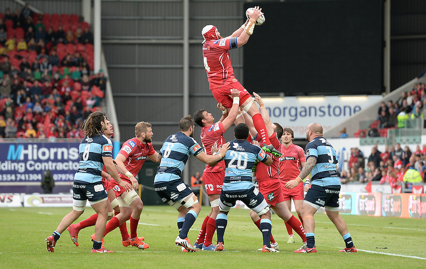Scarlets' Jake Ball wins the line out <br /> <br /> Photographer Ian Cook/CameraSport<br /> <br /> Rugby Union - Guinness PRO12 - Scarlets v Cardiff Blues - Sunday 10th May 2015 - Parc y Scarlets - Llanelli<br /> <br /> &copy; CameraSport - 43 Linden Ave. Countesthorpe. Leicester. England. LE8 5PG - Tel: +44 (0) 116 277 4147 - admin@camerasport.com - www.camerasport.com