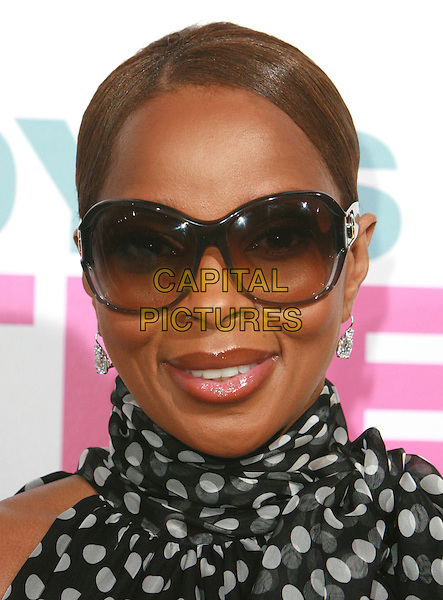 "MARY J. BLIGE.""Daddy's Little Girls"" Los Angeles Premiere held at the Cinerama Dome, Hollywood, California, USA..February 7th, 2007.headshot portrait sunglasses shades.CAP/ADM/CH.©Charles Harris/AdMedia/Capital Pictures"