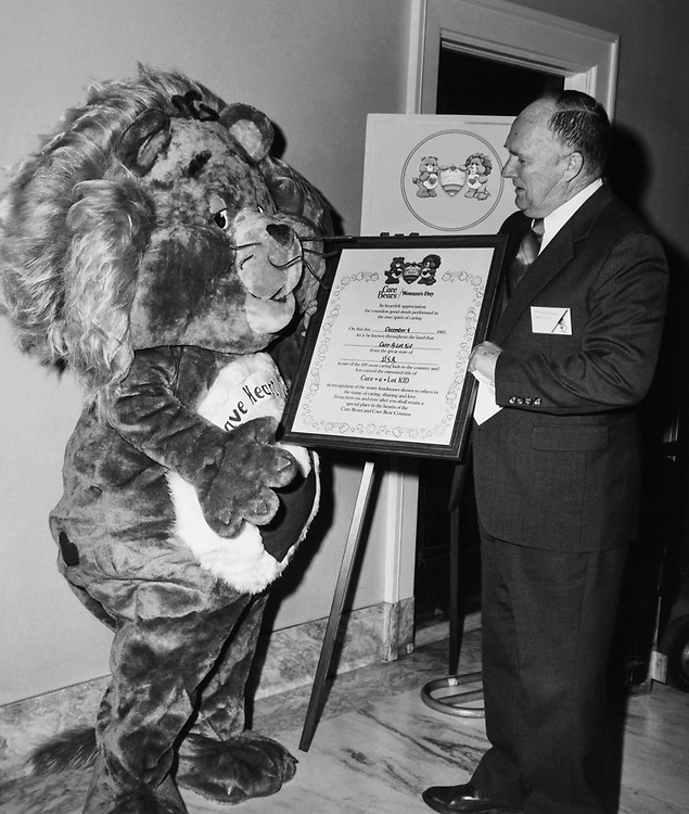 Rep. Howard C. Nielson, R-Utah, holding a certificate in 1985. (Photo by CQ Roll Call)