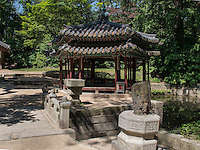 beim Jondeokjeong Pavillon im Secret Garden = Huwon= Biwon des Changdeokgung Palast, Seoul, S&uuml;dkorea, Asien, UNESCO-Weltkulturerbe<br /> Near Jondeokjeong pavilion  in the secret garden of  palace Changdeokgung,  Seoul, South Korea, Asia UNESCO world-heritage