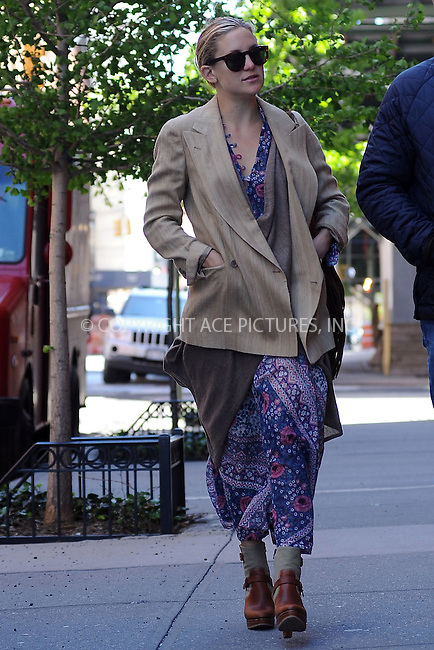 WWW.ACEPIXS.COM . . . . . ....April 29 2010, New York City....Actress Kate Hudson seen walking around Manhattan on April 29 2010 in New York City....Please byline: KRISTIN CALLAHAN - ACEPIXS.COM.. . . . . . ..Ace Pictures, Inc:  ..(212) 243-8787 or (646) 679 0430..e-mail: picturedesk@acepixs.com..web: http://www.acepixs.com