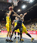 08.03.2020, EWE Arena, Oldenburg, GER, easy Credit-BBL, EWE Baskets Oldenburg vs RASTA Vechta, im Bild<br /> Justin RAFFINGTON (RASTA Vechta #23 ) Robin AMAIZE (EWE Baskets Oldenburg #21 ) Ian HUMMER (EWE Baskets Oldenburg #34 )<br /> Foto © nordphoto / Rojahn