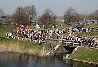 Brielle. Bevrijdingsdag op 1 april: Op deze  dag in 1572 verschenen de Watergeuzen voor de Noordpoort van Den Briel en eisten de overgave van de havenstad. Op deze dag lopen de inwoners in klederdracht uit die tijd en worden de gebeurtenissen nagespeeld. Intocht van de Geuzen