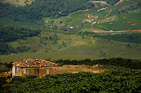 Sao Joao de Manhuacu_MG, Brasil...Rota Imperial, antiga estrada Dom Pedro de Alcantra. Na foto vista geral de Sao Joao de Manhuacu, Minas Gerais...The Royal Imperial Route, know as Dom Pedro de Alcantara Road. In this photo the panoramic view of Sao Joao de Manhuacu, Minas Gerais...Foto: BRUNO MAGALHAES / NITRO