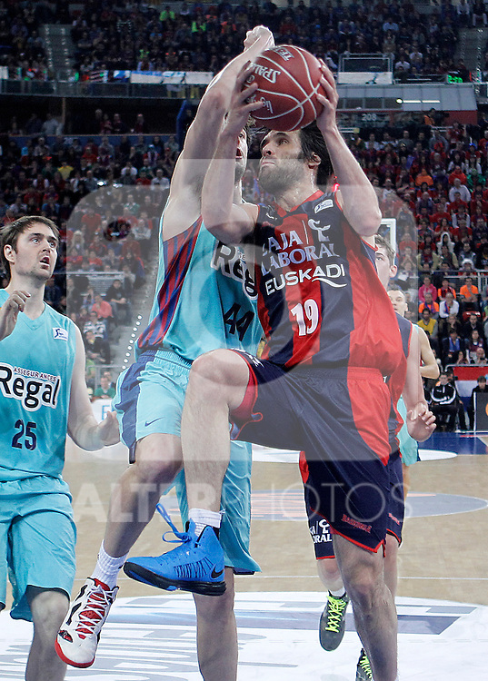 Caja Laboral Baskonia's Fernando San Emeterio (r) and FC Barcelona Regal's Ante Tomic during Spanish Basketball King's Cup semifinal match.February 07,2013. (ALTERPHOTOS/Acero)