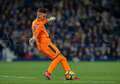 28th November 2017, The Hawthorns, West Bromwich, England; EPL Premier League football, West Bromwich Albion versus Newcastle United; Newcastle United goalkeeper Karl Darlow taking a goal kick