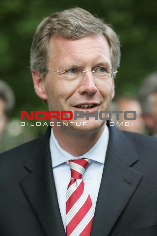 FIFA WM 2006 - Promis in Hannover in der Fifa Arena<br /> <br /> Gast Niedersachsen Ministerpraesident Christian Wulff.<br /> <br /> Foto &copy; nordphoto