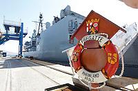 NAPOLI     DELLA NAVE HNLMS DE RUYER NAVE AMMIRAGLIA DEL GRUPPO PERMANENTE MARITTIMO DELLA NATO .FOTO CIRO DE LUCA NAPOLI  LA FREGATA TEDESCA    R NAVE  DEL GRUPPO PERMANENTE MARITTIMO DELLA NATO .FOTO CIRO DE LUCA