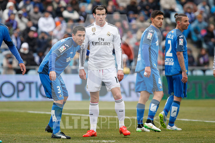 Getafe´s Roberto Lago and Alexis and Real Madrid´s Gareth Bale during La Liga match at Coliseum Alfonso Perez stadium  in Getafe, Spain. January 18, 2015. (ALTERPHOTOS/Victor Blanco)