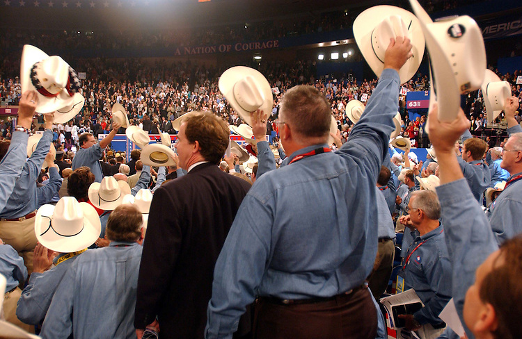 8/30/04/04.2004 REPUBLICAN NATIONAL CONVENTION/TEXAS DELEGATES--Texas delegates hail the arrival of former President George Bush and wife Barabara..CONGRESSIONAL QUARTERLY PHOTO BY SCOTT J. FERRELL